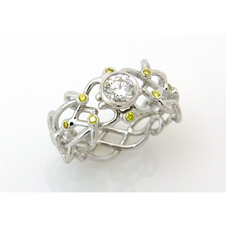 Filigree white and yellow diamond