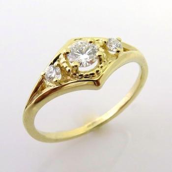 -Vintage trio diamond ring