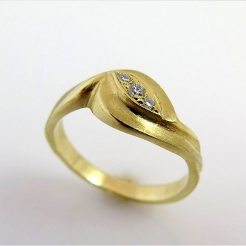 -Wave engagement ring