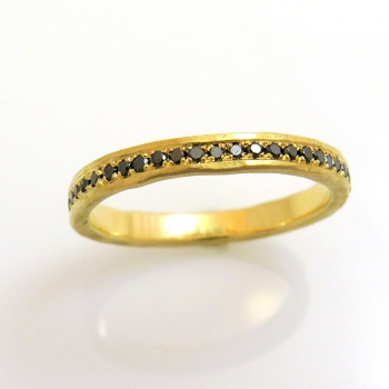 -Black diamond 18k gold ring
