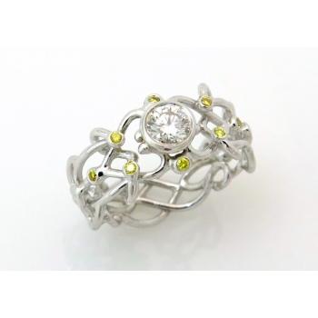 Filigree white and yellow diamond
