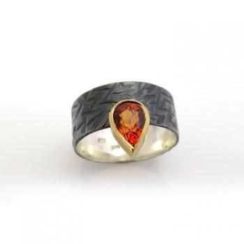 Wild garnet black ring