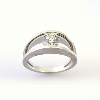 -Modern diamond ring