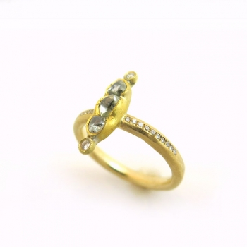 -Rough diamond line ring